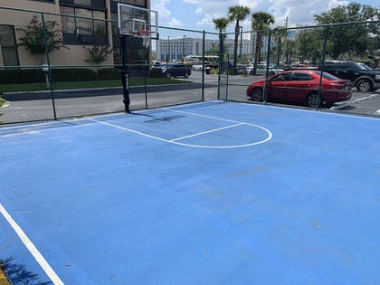 Basketball Court | Best Western Orlando Gateway Hotel