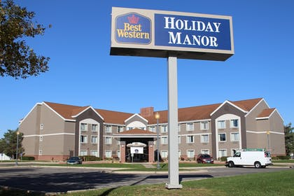 Hotel Front | Best Western Holiday Manor