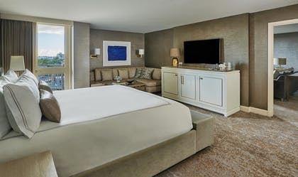 Guestroom | L'Ermitage Beverly Hills