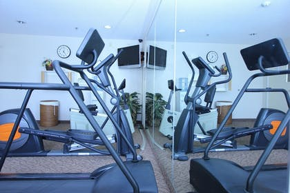 Fitness Facility | Best Western Plus Twin View Inn & Suites