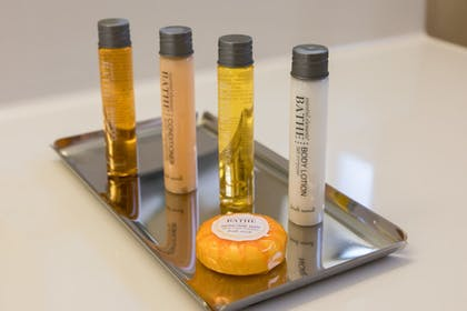 Bathroom Amenities | Cerulean Hotel, a Running Y Property