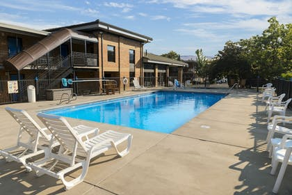 Outdoor Pool   Cerulean Hotel, a Running Y Property