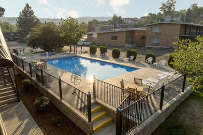 Outdoor Pool | Cerulean Hotel, a Running Y Property