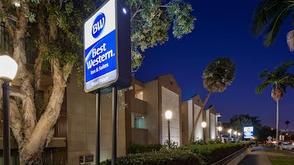 Exterior | Best Western Royal Palace Inn & Suites