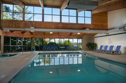 Pool | Best Western Plus Agate Beach Inn