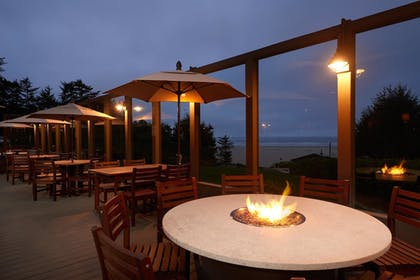 Restaurant | Best Western Plus Agate Beach Inn