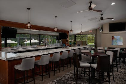 Hotel Bar | Best Western Plus Agate Beach Inn
