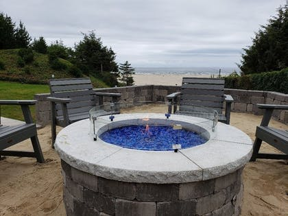 Exterior | Best Western Plus Agate Beach Inn