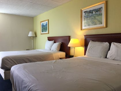 Guestroom | Travelodge by Wyndham Bradley Airport