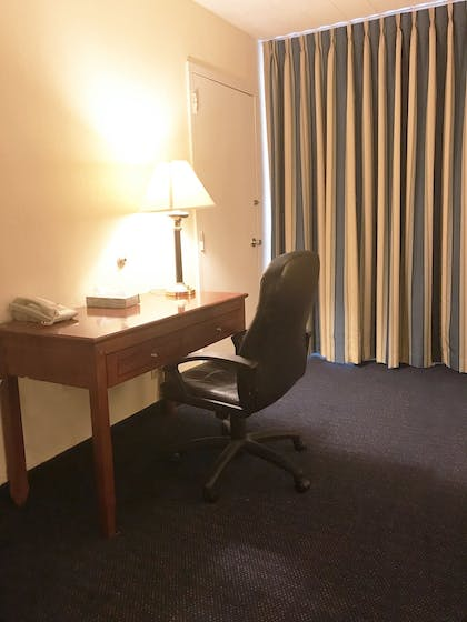 In-Room Business Center | Travelodge by Wyndham Bradley Airport