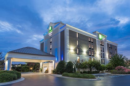 Exterior | Holiday Inn Express Hotel & Suites Wilmington-University Ctr