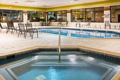 Pool | Holiday Inn Express Pigeon Forge/Near Dollywood