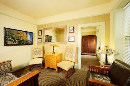 Living Room | Basin Park Hotel and Spa