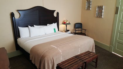 Guestroom | Basin Park Hotel and Spa