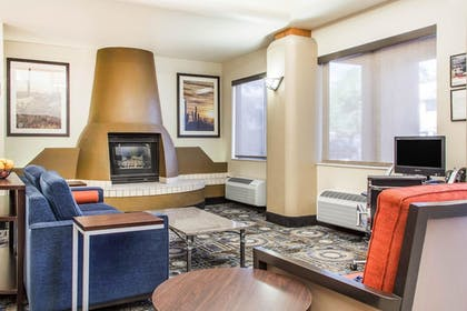 Lobby | Comfort Suites Old Town Scottsdale