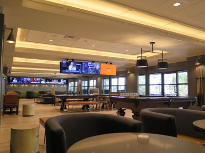 Sports Bar | Wyndham Hamilton Park Hotel and Conference Center