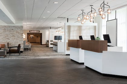 Lobby | Wyndham Hamilton Park Hotel and Conference Center
