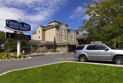 Hotel Front | Crystal Inn Hotel & Suites Salt Lake City - Downtown