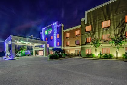 Hotel Front | Holiday Inn Express Hotel & Suites Greenville Airport