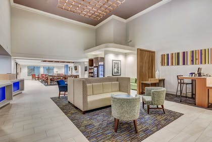 Lobby Lounge | Holiday Inn Express Hotel & Suites Greenville Airport