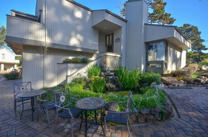 Hotel Front | Best Western The Inn & Suites Pacific Grove