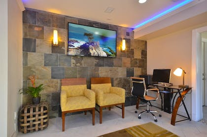 Business Center | Best Western The Inn & Suites Pacific Grove