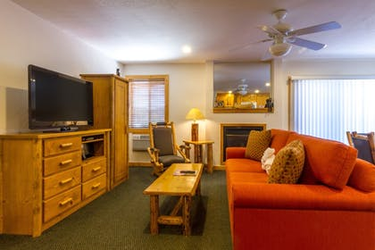 Living Room | Red Wolf Lodge At Squaw Valley