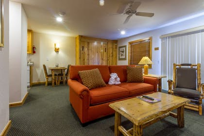 Living Area | Red Wolf Lodge At Squaw Valley