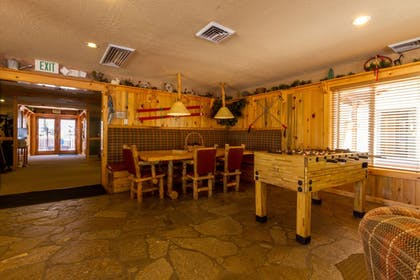 Executive Lounge | Red Wolf Lodge At Squaw Valley