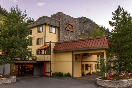 Hotel Front | Red Wolf Lodge At Squaw Valley