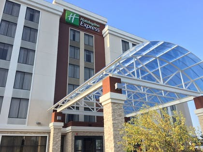 Hotel Entrance | Holiday Inn Express Chicago NW - Arlington Heights