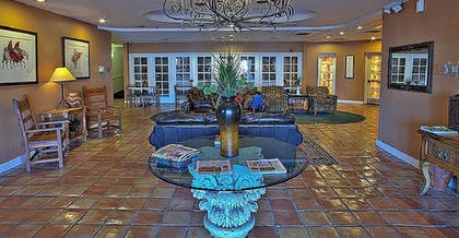 Lobby Sitting Area | Windmill Suites Surprise, an Ascend Hotel Collection Member