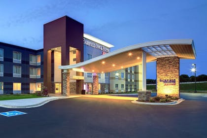 Exterior | Fairfield Inn & Suites by Marriott Madison West/Middleton