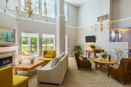 Lobby | Holiday Inn Express Fairhope