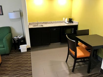 In-Room Dining | Baymont by Wyndham Newark at University of Delaware