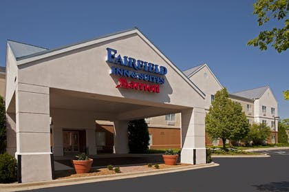Hotel Front | Fairfield Inn & Suites by Marriott Chicago Naperville