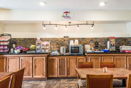 Breakfast Area | Super 8 by Wyndham Clovis