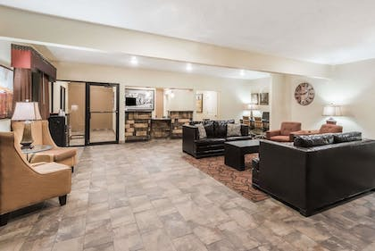 Lobby | Super 8 by Wyndham Clovis