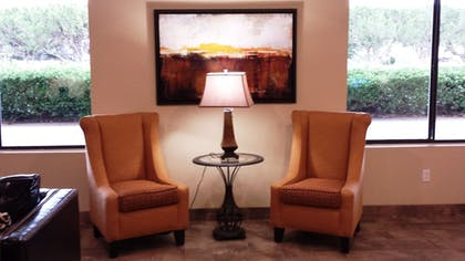 Lobby Sitting Area | Super 8 by Wyndham Clovis