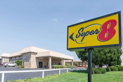 Featured Image | Super 8 by Wyndham Clovis
