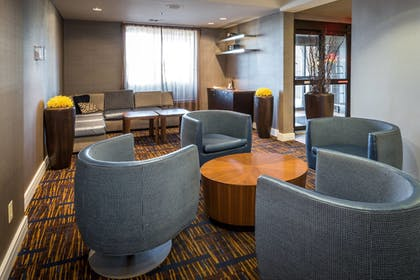 Lobby | Courtyard By Marriott Tupelo