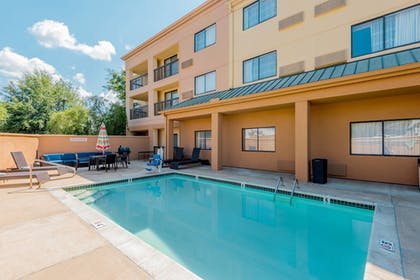 Outdoor Pool | Courtyard By Marriott Tupelo