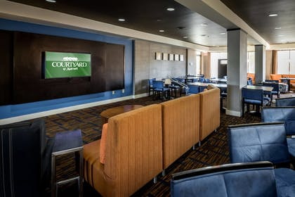 Hotel Bar | Courtyard By Marriott Tupelo