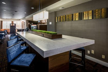 Breakfast Area | Courtyard By Marriott Tupelo
