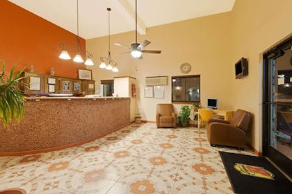 Lobby | Super 8 by Wyndham Las Cruces/White Sands Area