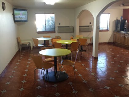 Breakfast Area | Super 8 by Wyndham Las Cruces/White Sands Area