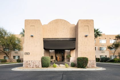 Hotel Entrance | Red Lion Inn & Suites Goodyear Phoenix
