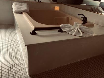 Jetted Tub | POSTMARC Hotel and Spa Suites
