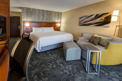 Guestroom | Courtyard by Marriott Anchorage Airport