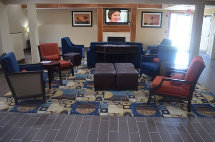 Lobby Sitting Area | Comfort Inn & Suites Junction City - near Fort Riley